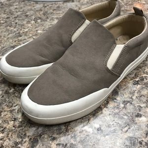 Gap women's slip on sneakers size 6 iced taupe
